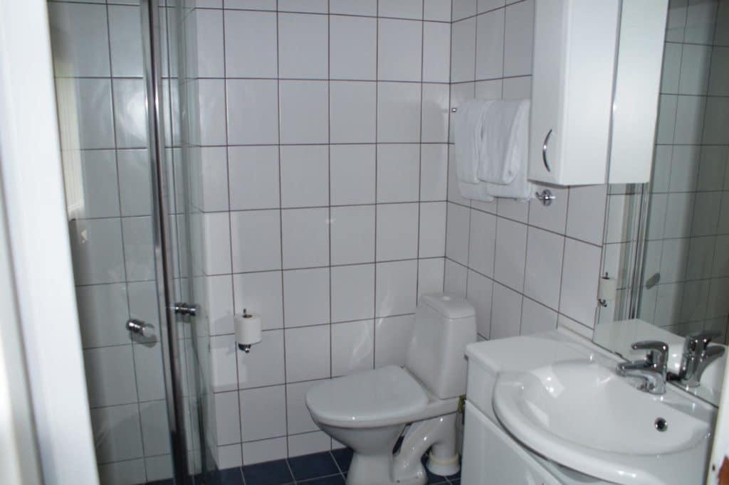 Suite Toilette und Waschbecken