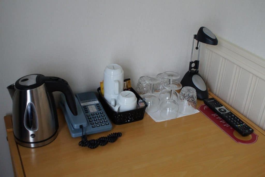 Dreibettzimmer Schreibtisch